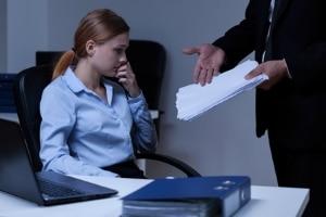 Ein Abmahnschreiben können Sie auch für Verfehlungen am Arbeitsplatz erhalten.