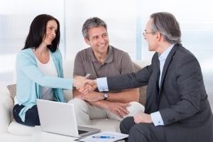 Hilfe durch einen Anwalt: Bei einer Abmahnung richtig reagieren.