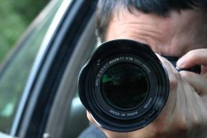 Stars und Sternchen unter Verdacht: Bleibt bei der Berichterstattung das Recht am eigenen Bild bestehen?