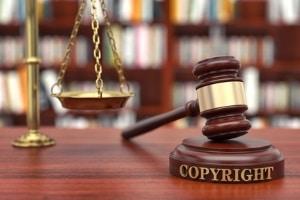 Ein Download via Shareaza kann rechtliche Folgen haben.