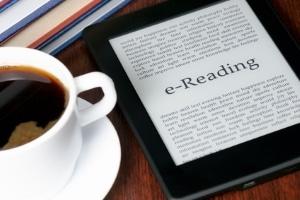 Beziehen Sie ein eBook illegal, können beim Download auch Computerviren drohen.