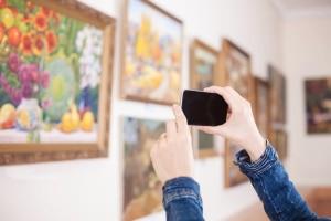 Auch die im Museum gezeigten Gemälde können dem Urheberrecht unterliegen.