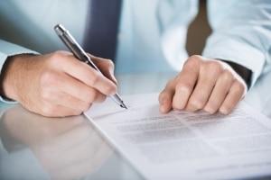 Prüfen Sie vor der Unterzeichnung die Lizenzbedingungen eingehend.