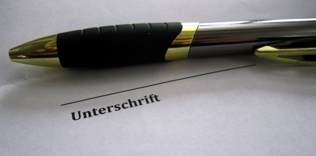 Mit einem Lizenzvertrag werden Nutzungsrechte an gewerblichen Schutzrechten eingeräumt.