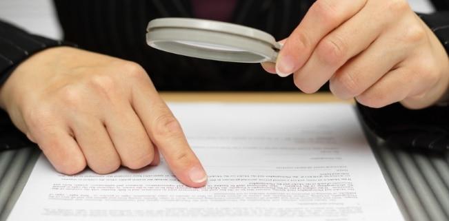 Der Urheber kann durch einen Vertrag das Nutzungsrecht für sein Werk auf Dritte übertragen.