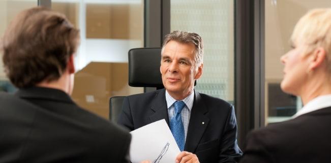 Ein Patentanwalt unterstützt Sie unter anderem bei der Anmeldung von Marken und Patenten.