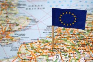 Auf verschiedenen Routen gelangen Fälschungen in die EU.