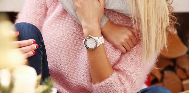 In Szene gesetzt: Fließt für ein Foto mit der Uhr Geld und fehlt eine Kennzeichnung, liegt Schleichwerbung vor.