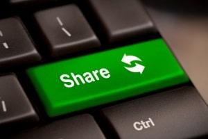 Mit Shareaza kann ein Download über einen Manager im Browser erfolgen.
