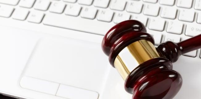 Strafe für Filesharing: Eine strafrechtliche Verfolgung ist in Deutschland ein eher seltenes Phänomen.