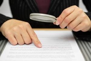Prüfen Sie die Unterwerfungserklärung vor der Unterzeichnung gründlich.