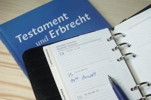 Urheberrecht: Die Erben können Sie durch ein Testament festlegen.