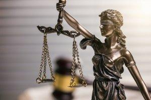 Ob laut Urheberrecht die kleine Münze Anwendung findet, ist ggf. durch ein Gericht zu klären.